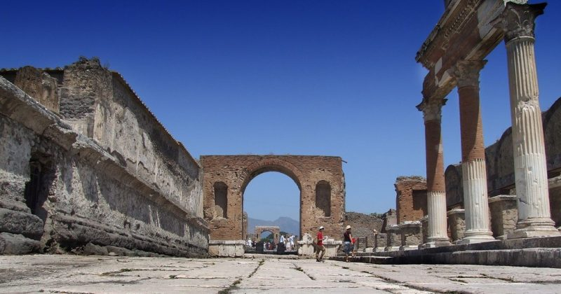 pompeii temple of jupiter and honorary arches