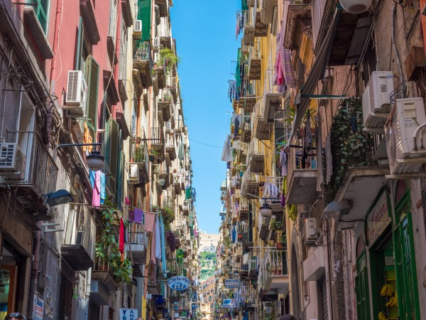 streets-of-Naples-Walking-Tour-and-Underground-Ruins