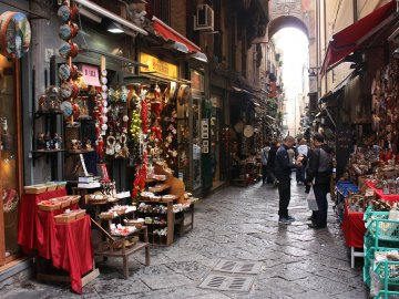 San-Gregorio-Armeno-Naples-city-and-Street-food-Markets